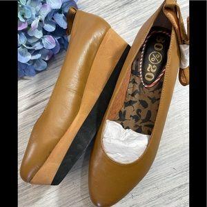 New 80%20 platform heels, sz 8